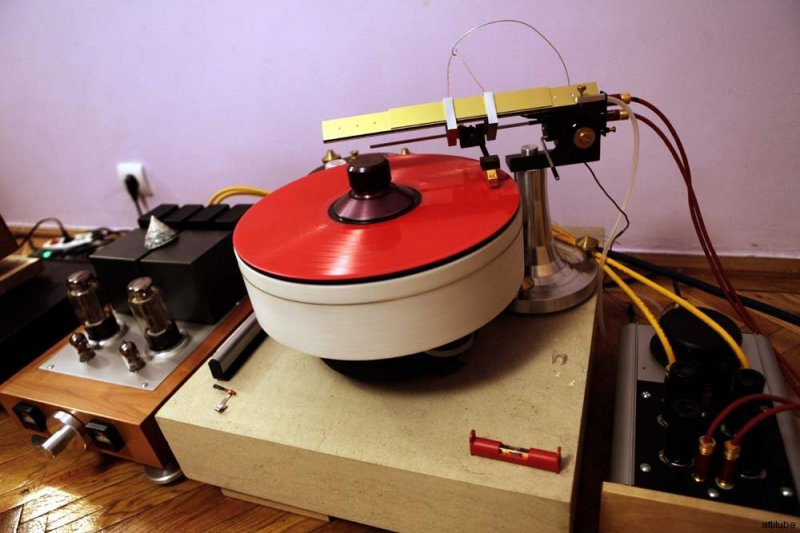 Madness_record_player_01