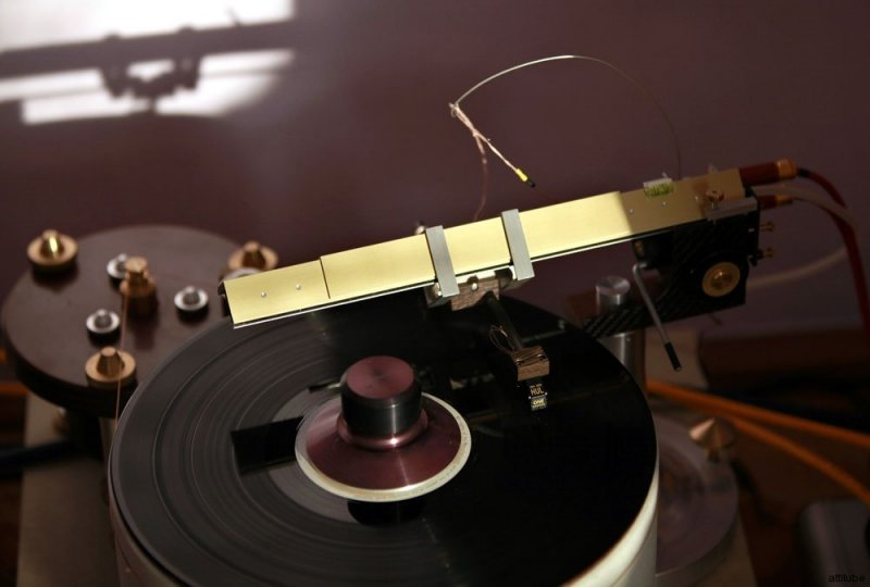 Madness_record_player_02