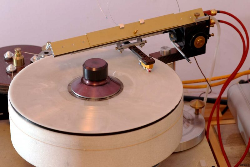 Madness_record_player_03