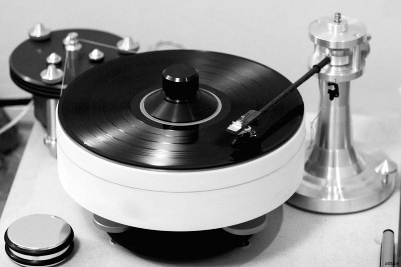 Madness_record_player_05